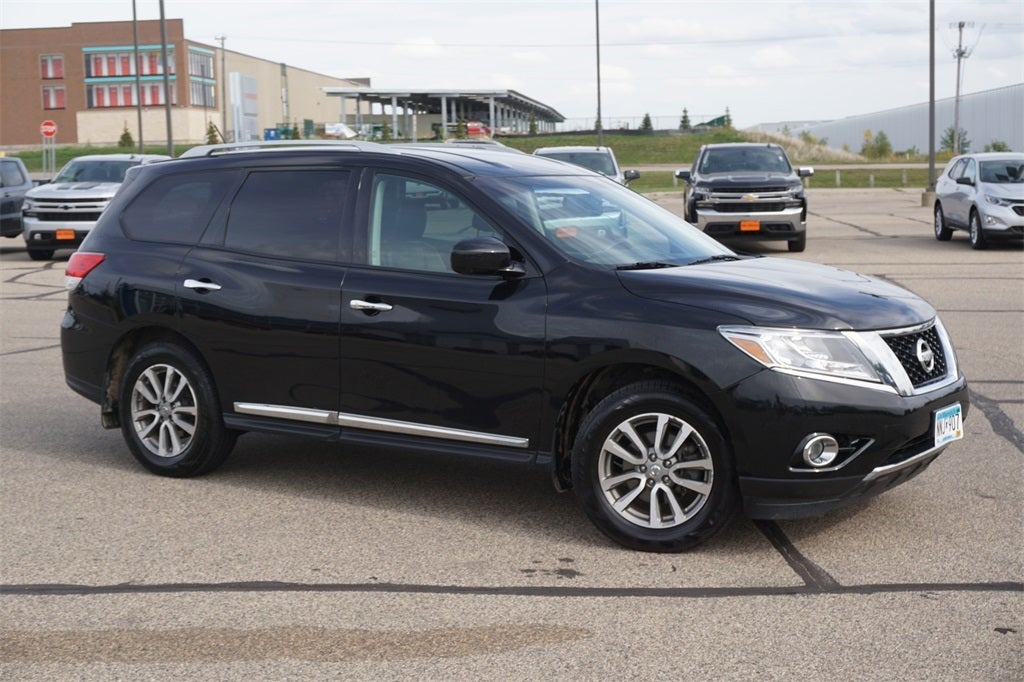 Used 2015 Nissan Pathfinder SL with VIN 5N1AR2MM8FC630919 for sale in Lakeville, Minnesota